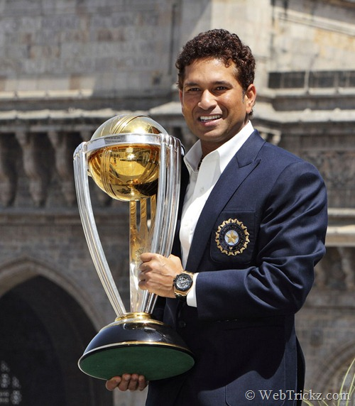Sachin posing with world cup