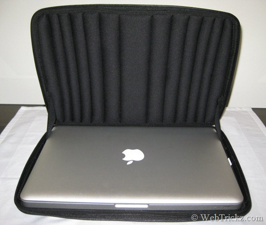 Case Logic QNS-113_interior_macbook-pro-13