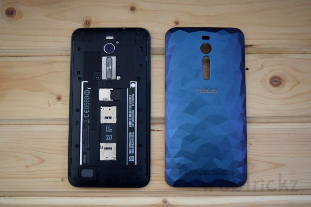 Dual-SIM and micro SD card slot