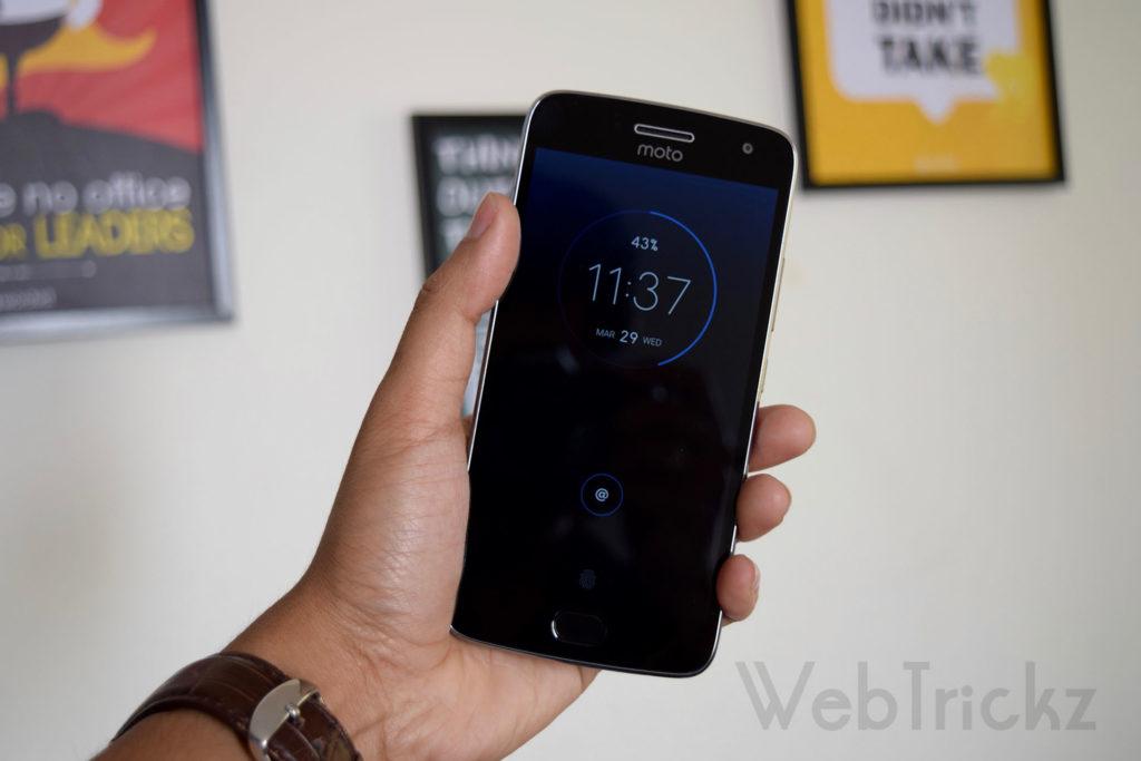 Moto G5 Plus Moto Display screen