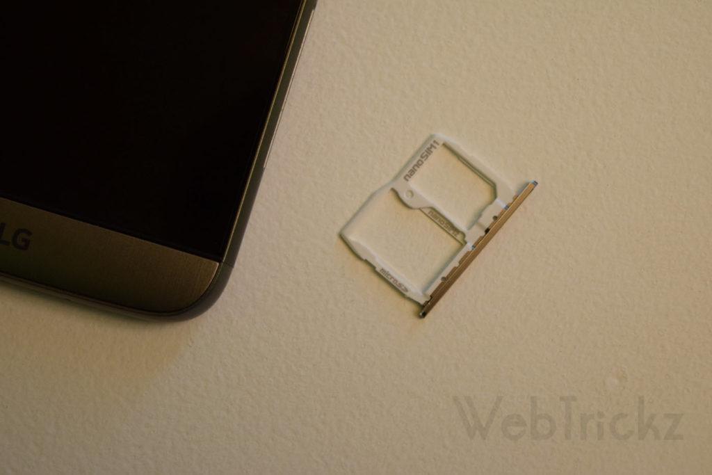 Hybrid SIM tray