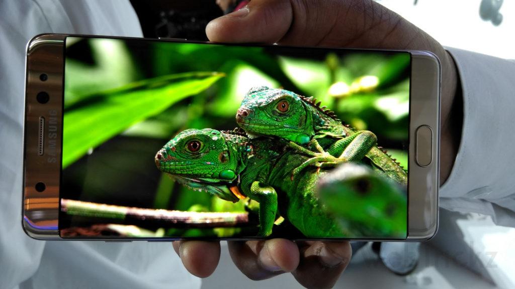 Galaxy Note 7 5.7-inch QHD Super AMOLED display