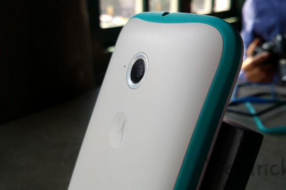 Turquoise Band on White Moto E 2015