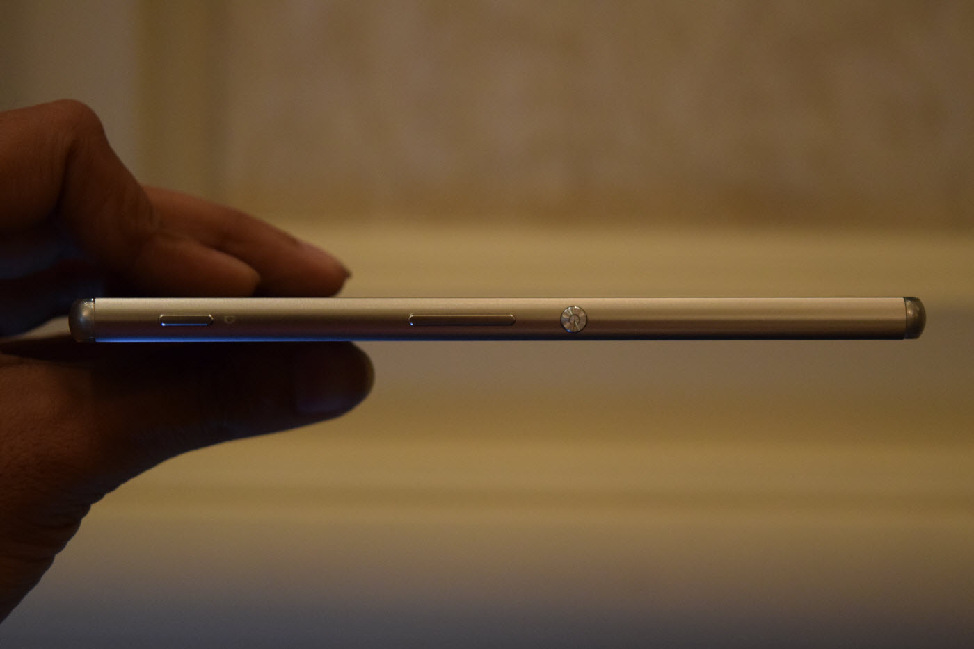 Xperia Z3+ 6.9mm thick