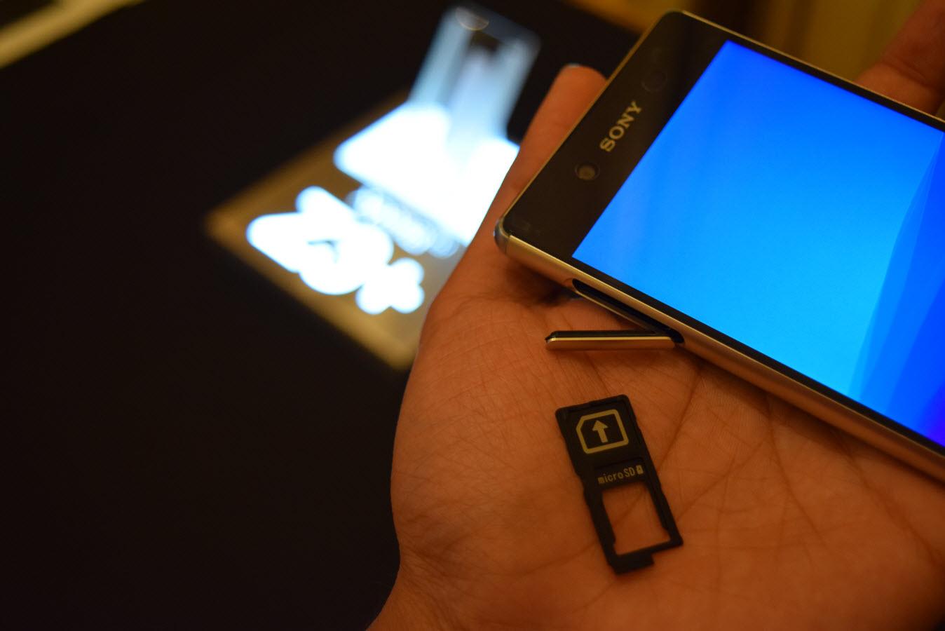 nano SIM and microSD tray