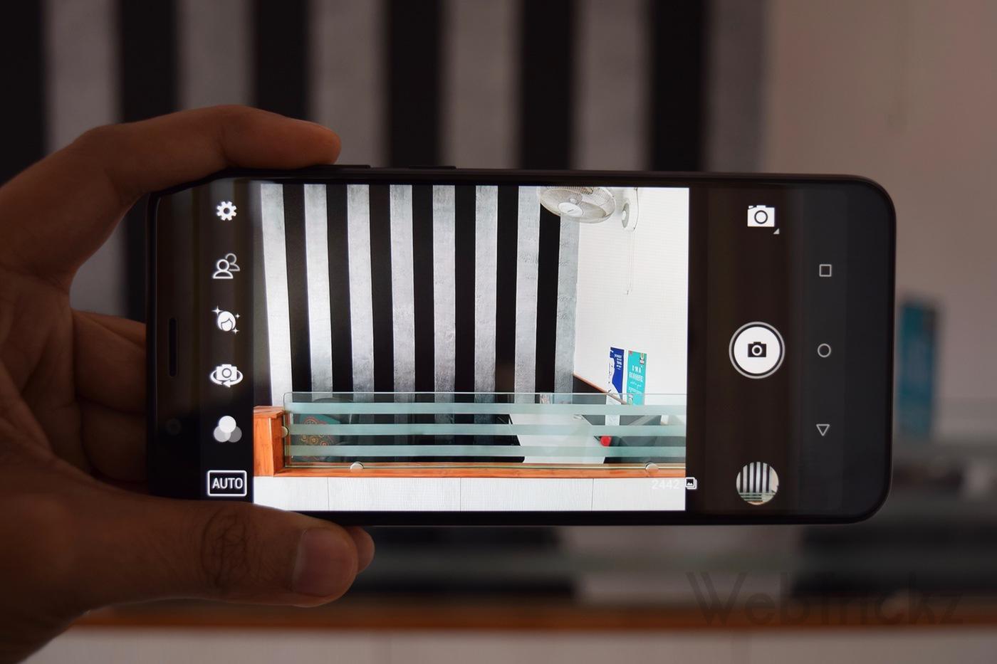 Asus Zenfone Max Pro camera app UI